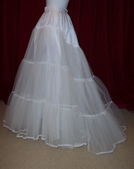 Ivory 3layer stiff net petticoat with train