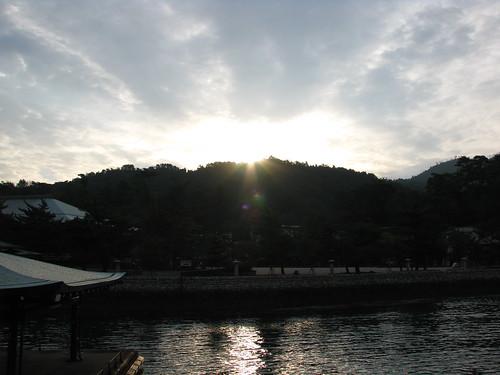 light cloud japan port sunrise dawn harbor lumière miyajima 日本 nuage 雲 reflexion reflets japon leverdesoleil 光 港 aube 宮島 暁 朝日 反射