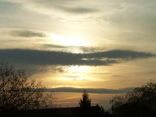 Sonnenaufgang und Himmel voll Wut und Gram 15