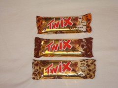 chocolate bar(1.0), candy(1.0), confectionery(1.0), food(1.0), chocolate(1.0), snack food(1.0),