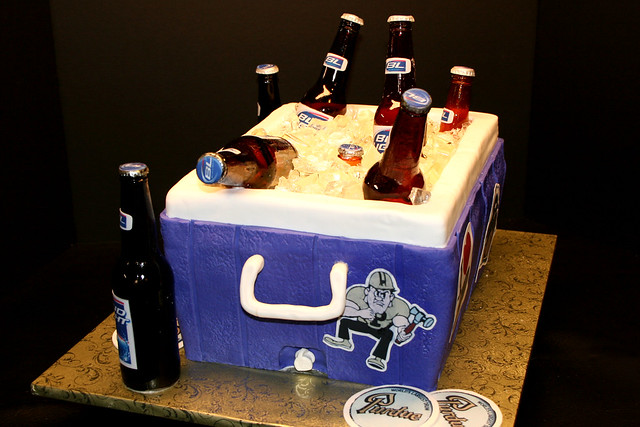 Beer Cooler Cake http://www.flickr.com/photos/7632830@N08/4449895986/