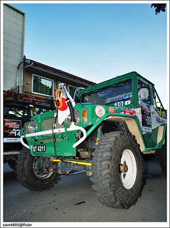 4x4 Borneo Safari 2009 Flag Off - Japan Competitor using Daihatsu Taft Toyota Blizzard