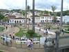 Praça em frente à Igreja de São Francisco de Assis com os tapetes de serragem e areia tradicionais da semana santa em São João del Rei