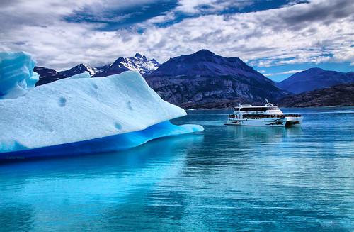 blue sky mountain lake ice gelo argentina azul clouds lago boat barco céu glaciers nuvens glaciar reflexos montanhas elcalafate carlosvieiraafiap