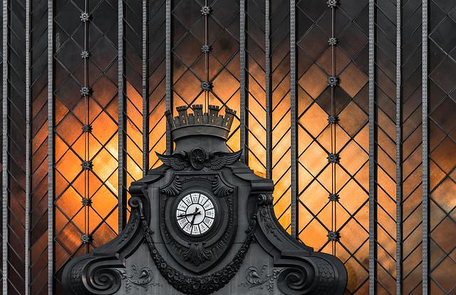 Old big railway clock / Gran reloj de la estación