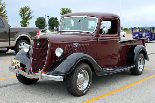 1935 Ford Half-Ton Pickup (2 of 5)