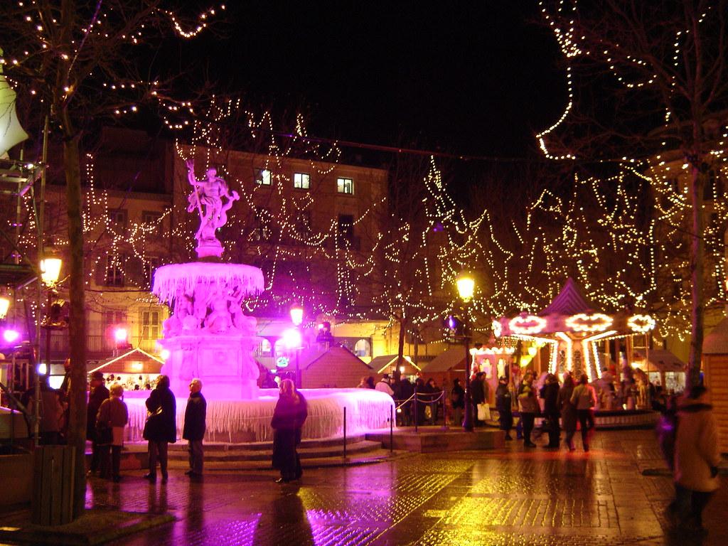 noel à carcassonne place carnot la nuit - crédit photo omt carcassonne
