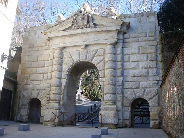 Puerta De Las Granadas Flickr Photo Sharing