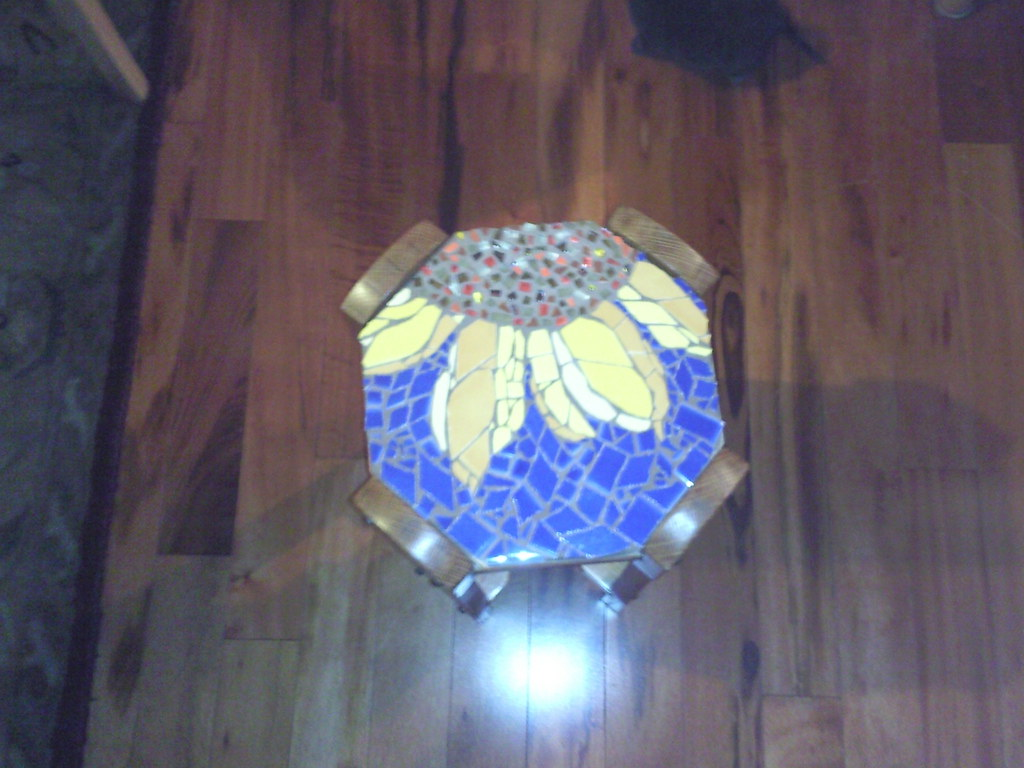 Sunflower - removable tile top