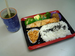 california roll(0.0), onigiri(0.0), meal(1.0), lunch(1.0), fish(1.0), sushi(1.0), ekiben(1.0), makunouchi(1.0), food(1.0), dish(1.0), cuisine(1.0), bento(1.0),