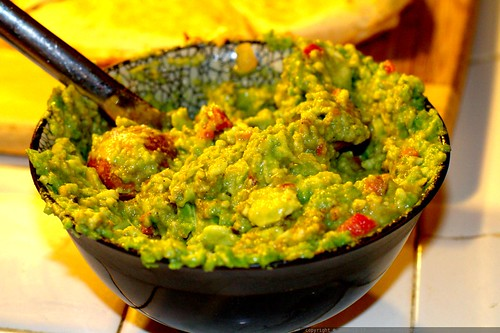 home made guacamole with (for) dinner tonight    MG 0440