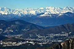 Lanzo d'Intelvi, il Lago Maggiore e parte della catena delle Alpi visti dalla Signognola (balcone d'Italia) - Dicembre 2009