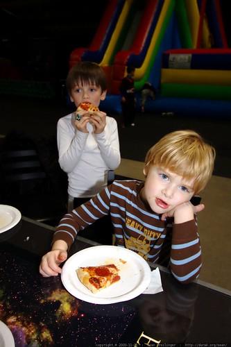nick and ian having pizza    MG 8003