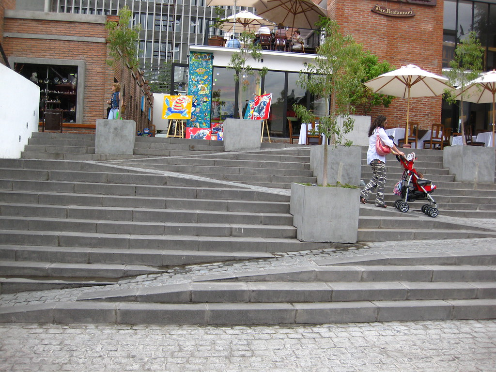 8 amazing examples of ramps blended into stairs twistedsifter for Garden design for disabled