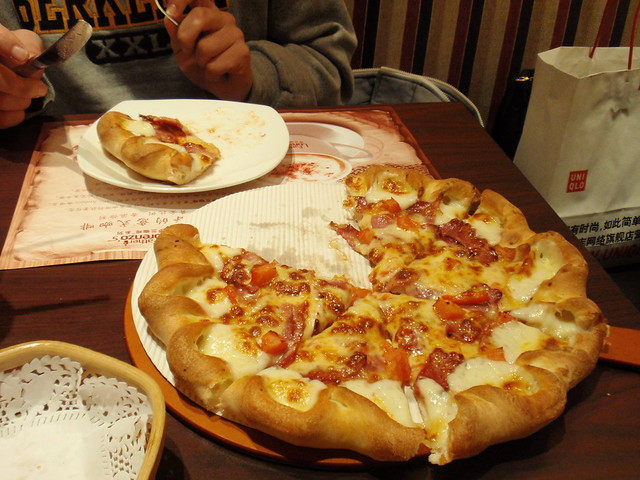 "Bacon"" and tomato pizza with a stuffed crust 