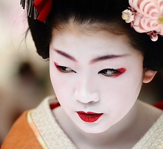 face / portrait / people / girl / red lips / make up : maiko (geisha apprentice) kyoto, japan / canon 7d