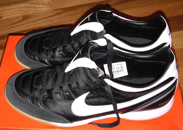 fs nike tiempo mystic ii ic indoor shoes us 9 5 new. Black Bedroom Furniture Sets. Home Design Ideas