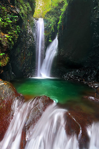 light bali tree green nature water pool indonesia waterfall twin emerald gitgit efs1022mm singaraja bedugul outdoorphotography canoneos50d campuhan tropicaliving rawproccessedwithdigitalphotopro tiffproccessedwithadobephotoshopcs3 gitgittwinwaterfalls