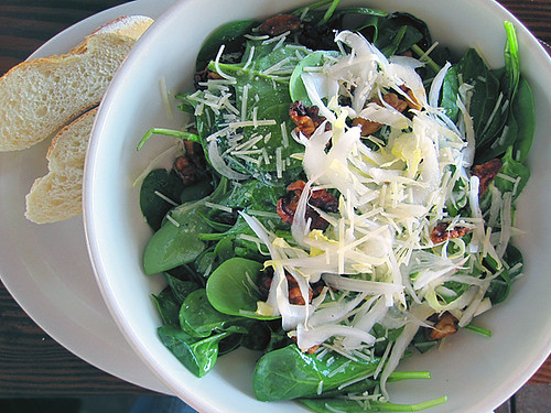 Tuscan Spinach Salad by The Delicious Live