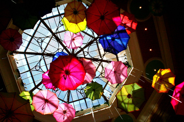 Parapluies en couleurs, Colorful umbrellas