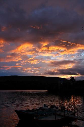 blue light sunset shadow orange luz water azul river mexico boats atardecer reflecting botes muelle boat dock agua sombra reflejo naranja chiapas bote lanchas grijalva río méxico