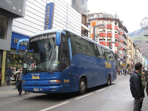 Autobus MAN carrossat per NOGE circulant per Andorra La Vella