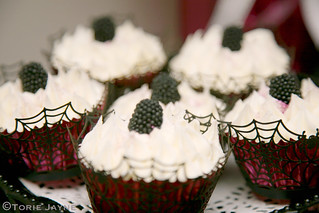 Halloween table - Blackberry cupcakes