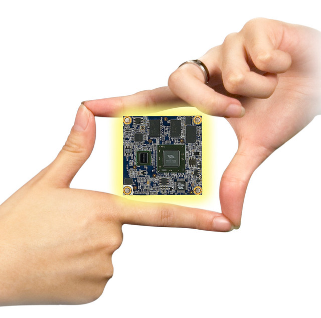 Mobile-ITX CPU Module-Hand-4