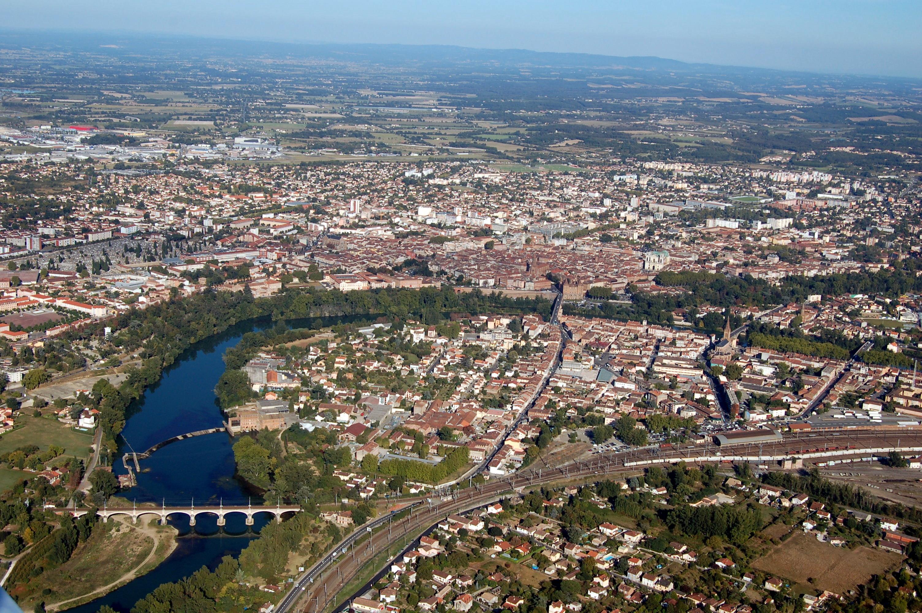 Vue a rienne de la ville de montauban flickr photo for Piscine de montauban