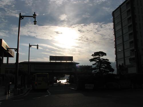 light cloud japan sunrise dawn lumière 日本 nuage 雲 reflexion reflets japon leverdesoleil 光 aube 暁 朝日 反射 miyajimaguchi 宮島口