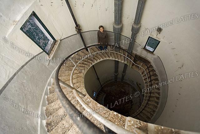 escalier en colima 231 on 224 l int 233 rieur d un ch 226 teau d eau