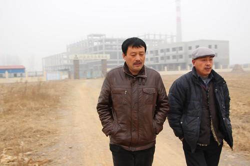 潘官營反對垃圾焚燒廠運動的健將──潘志中與潘佐富,一個出馬競選村主任,另一個則幕後策劃擔任「軍師」。(林吉洋攝影)