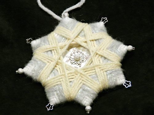 Yarn star in white and silver