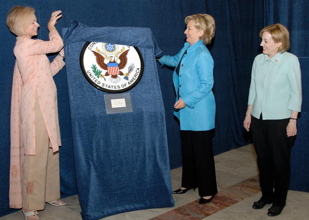 Secretary Clinton Unveils Consulate General Seal in Lahore… | Flickr