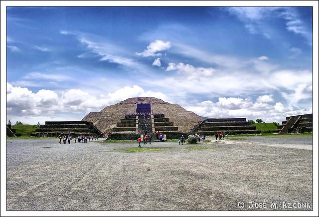 Mexico. Teotihuacan. Piramide de la Luna.