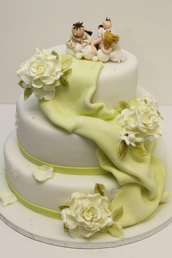 Hochzeitstorte Klassisch Mit Rosen Individuellen Tortenfiguren Und