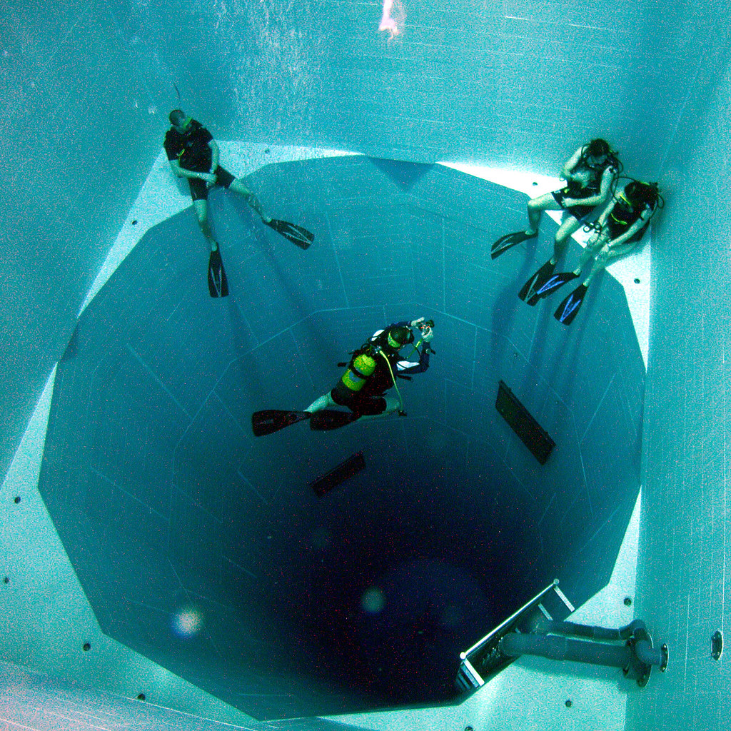 Nemo 33 : Looking into the deep