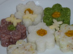 meal(0.0), produce(0.0), shumai(0.0), steamed rice(1.0), rice(1.0), food(1.0), dish(1.0), cuisine(1.0), glutinous rice(1.0),