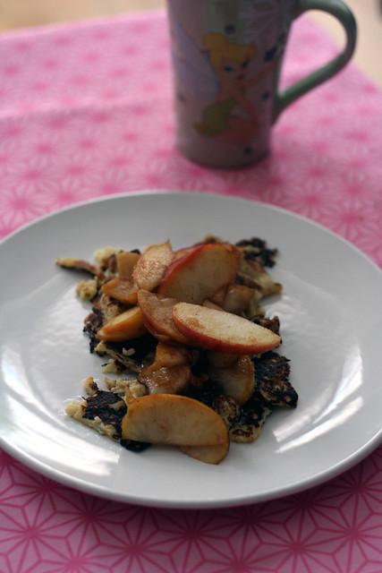 frühstück: apfelpfannkuchen