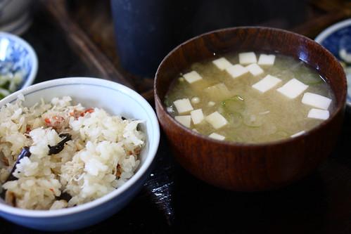 釜飯と味噌汁