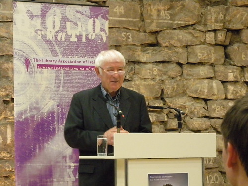 Seamus Heaney speaking at the launch of Library Ireland Week 2010