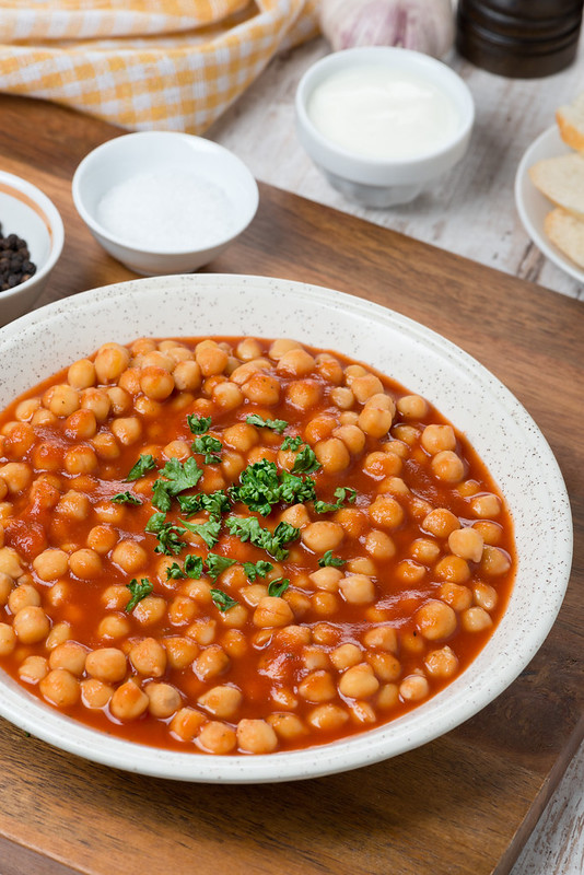 chickpeas in tomato sauce_