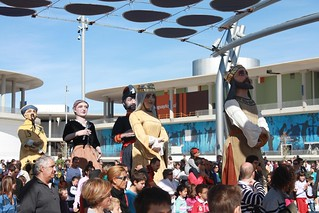 Gigantes y cabezudos en la Expo