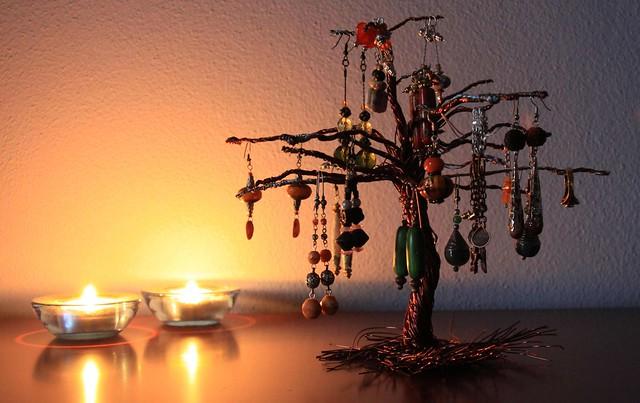 Orecchini e gioielli 1129design ispirazioni e - Porta collane ikea ...