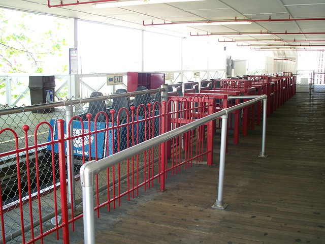 Kings Island - Blue Racer Station