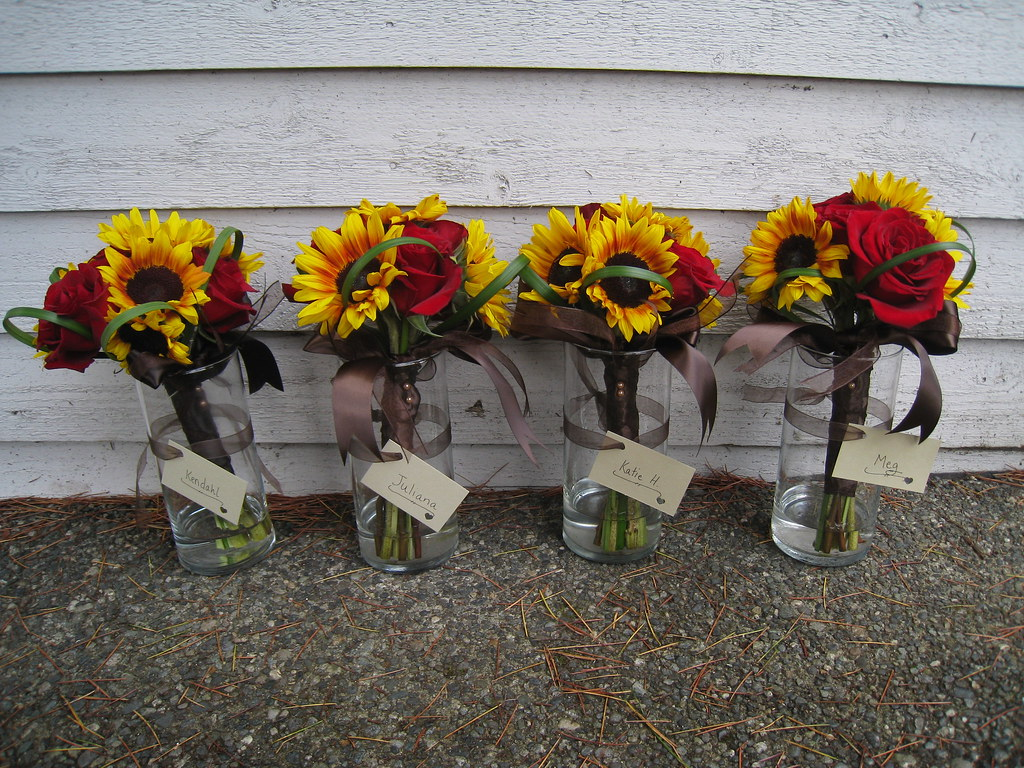 Bridesmaid Bouquets With Roses And Sunflowers Courtney Kroymann
