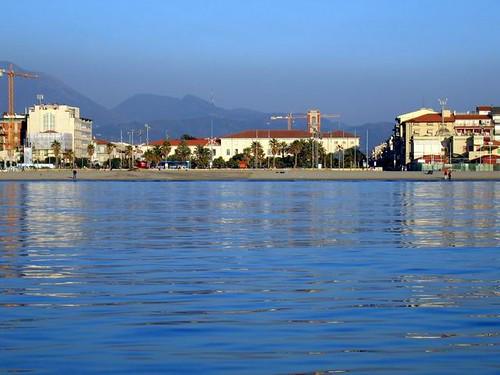 Versilia e toscana viareggio piazza mazzini vista dal mare - Bagno maurizio viareggio ...