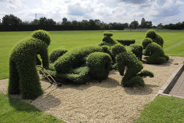 Topiary F1 Pit Stop at Williams F1 Factory