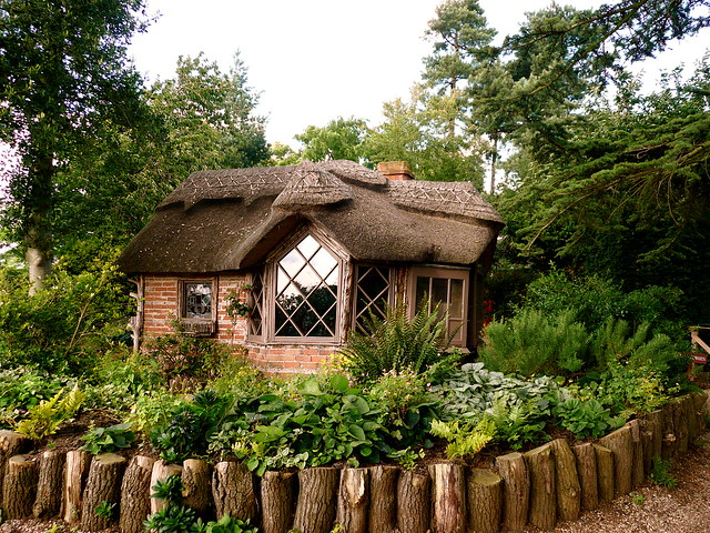 Little thatch cottage on the charlecote park estate flickr photo sharing - The thatched cottage ...