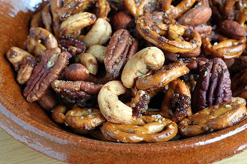 pretzel nut mix